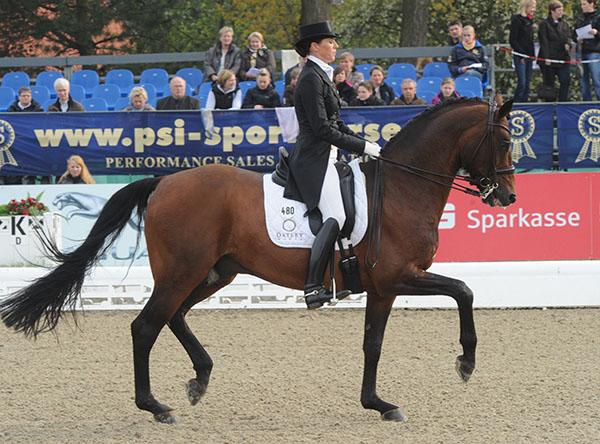 Lyndal Oatley and Sandro Boy competing in Germany. © Ken Braddick/dressage-news.com