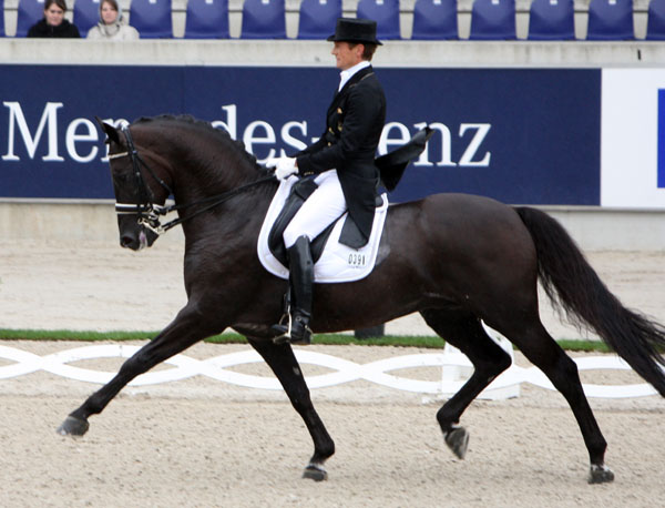Edward Gal and Voice. © Ken Braddck/dressage-news.com