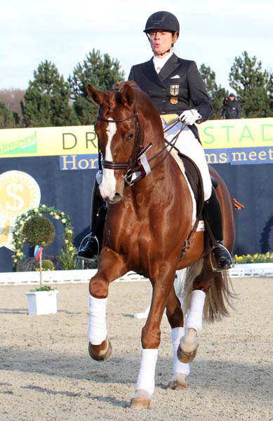 Isabell Werth and Bella Rose, moving rapidly to the top. ©2013 Ken Braddick/dressage-news.com