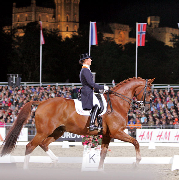 With Windsor Castle in the background, Adelinde Cornelissen riding Parzival at the 2009 European Championships. © Ken Braddick/dressage-news.com