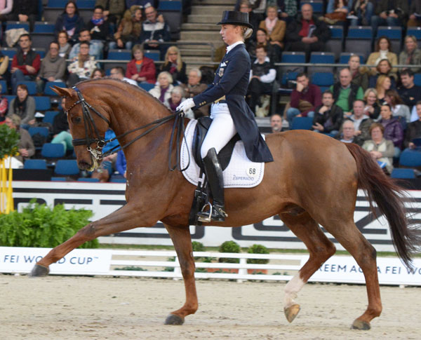 The 24-year-old Fabienne Lütkemeier and D'Agostino at Stuttgart. © 2013 Hans-Georg Linsenmeyer