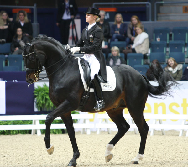 Jessica von Bredow-Werndl and Unee BB in World Cup Grand Prix. © 2014 Pelle Wedenmark/dressage-news.com