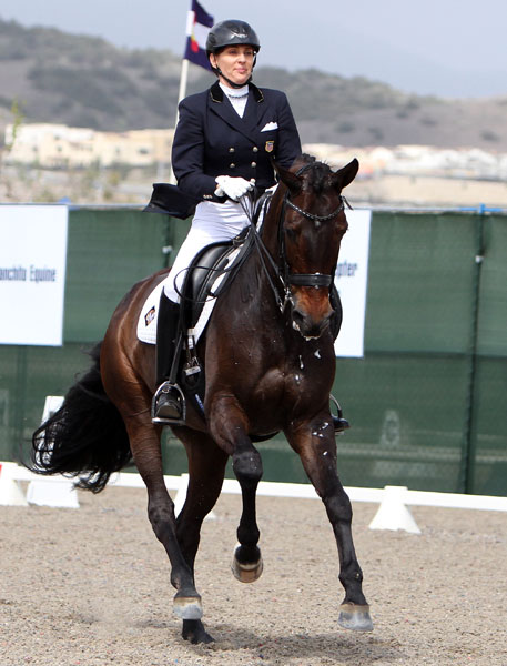 Elizabeth Ball on Liaison in their first CDI Grand Prix. © 2014 Ken Braddick/dressage-news.com
