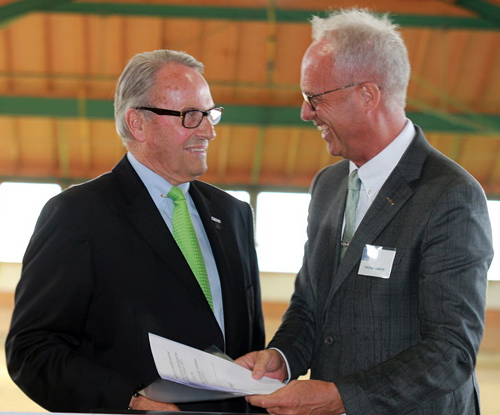 David Hunt, International Dressage Trainers Club President, and Trond Asmyr, FEI Dressage Director, signed the Memorandum of Understanding.