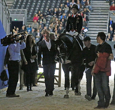 Charlotte Dujardin and Valegro being welcomed by Carl Hester and others after the championship ride. © 2014 Jenny Abrahamsson/WorldofShowJumping.com