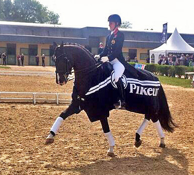 Charlotte Dujardin and Uthopia celebrating their Freestyle victory at Saumur CDI3*. Photo Courtesy: Cadre Noir
