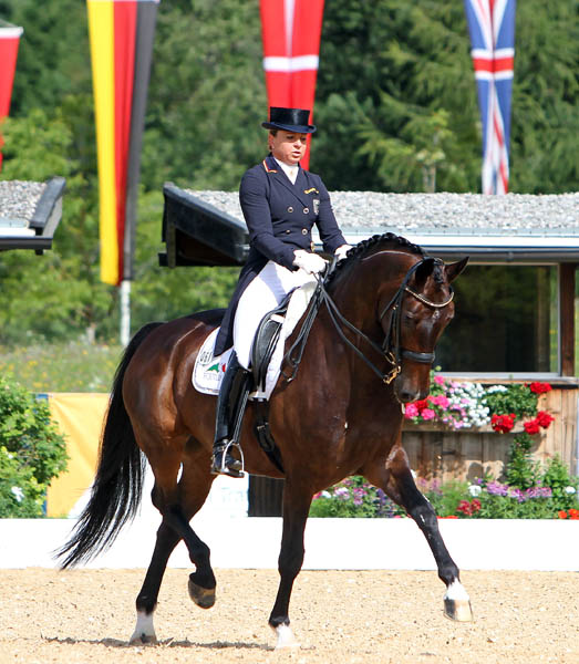 Dorothee Schneider and Showtime. © Ken Braddick/dressage-news.com