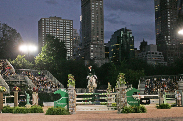 Central Park Horse Show jumping competition. © 2014 Ken Braddick/dressage-news.com