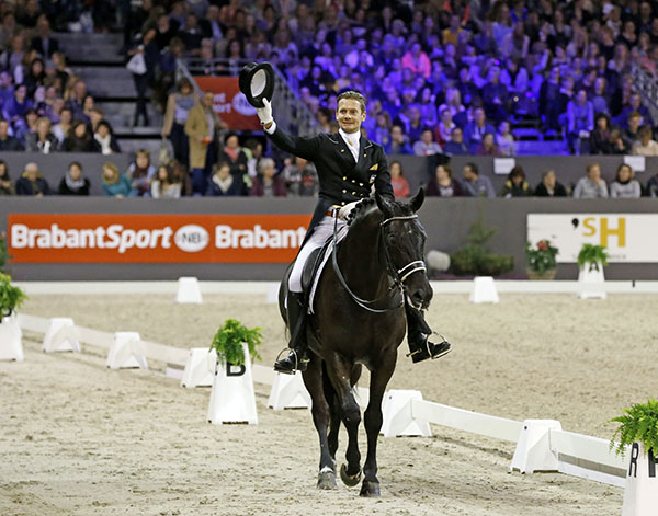 Edward Gal on Glock's Undercover after their winning ride inthe Indoor Brabant World Cup Freestyle. © 2015 Jenny Abrahamson/WorldofShowJumping