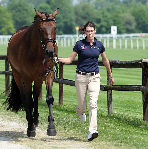 Olivia LaGoy-Weltz jogging Lonoir at the vet check for the Munich small tour competition. © 2015 Ken Braddick/dressage-news.com