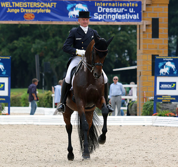 Hubertus Schmidt riding Imperio to victory in the Verden CDI3* Grand Prix. © 2015 Ken Braddick/dressage-news.com