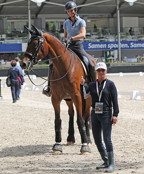 Debbie McDonald gives the thumbs up to Laura Graves on Verdades after a working session in the Rotterdam main arena where the Nations Cup will be staged. © 2016 Ken Braddick/dressage-news.com