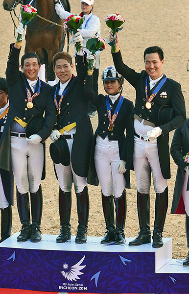 Chung Yoo-ra (in helmet) on the medals podium at the 2014 Asian Games. © www.horsemovethailand.com/FEI